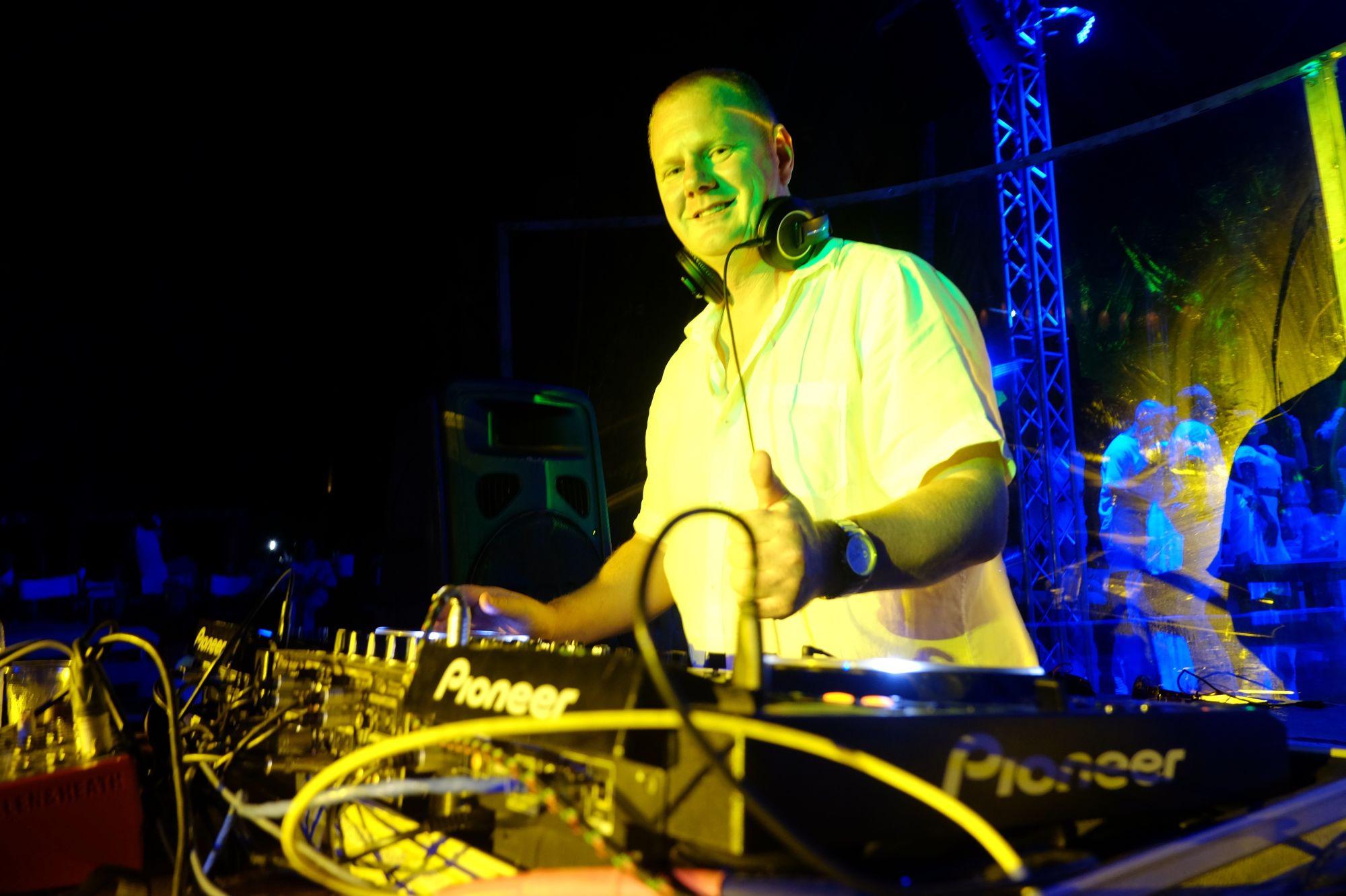 DJs - The DJ Agency